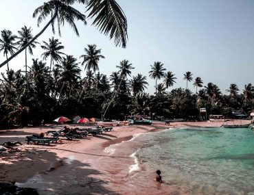 sri lanka beach unawatuna