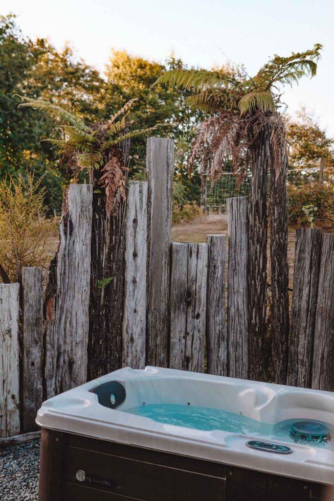 Freistehende Wirlpool Spa Badewanne mit blick in den Sternenhimmel Luxury Glamping