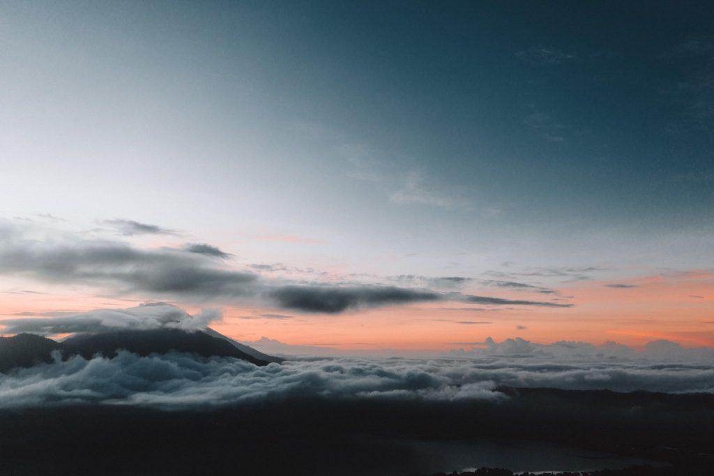 Bali Vulkan Pärchen beim Sonnenaufgang 23timezones